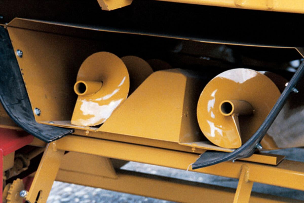 Haybuster H-1000 Roscas helicoidais na moega de descarga